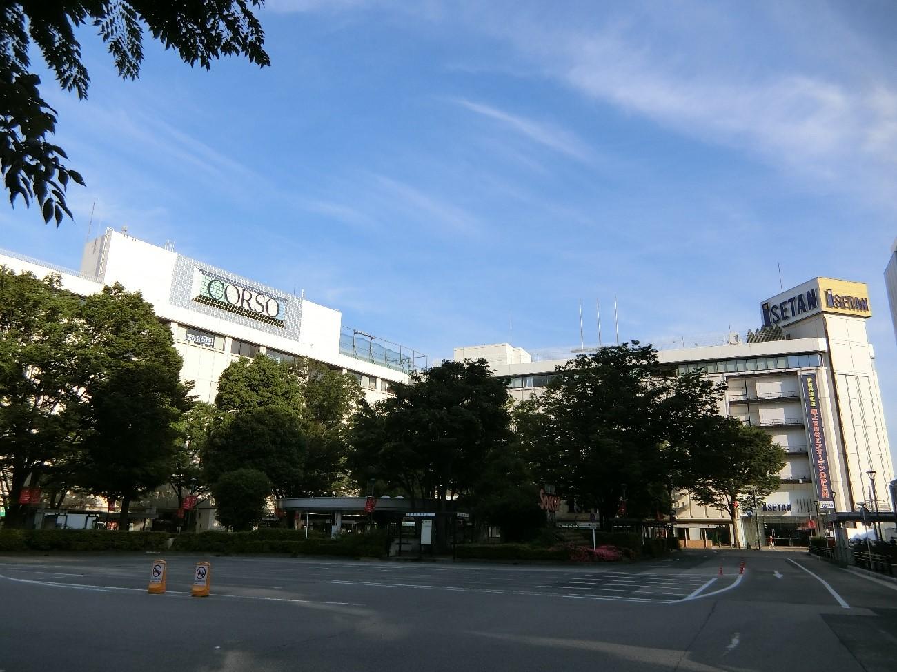 大型商業施設が建ち並ぶ浦和駅の西口駅前広場
